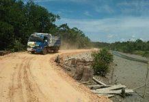 Inilah jalan Desa Keton yang sedang dibangun.