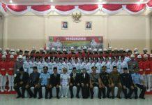 Foto bersama Bupati dengan anggota Paskibraka.