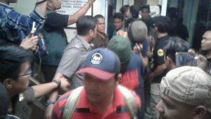 Saat pelimpahan tersangka dan barang bukti di Kejari Tanjungpinang (ft: sidaknews)