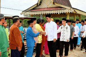 Bupati Bintan Apri Sujadi saat berkunjung ke Bintan Pesisir