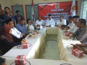 Syahrul dan petinggi Gerindra Kepri, saat konfrensi pers di kantor Gerindra Tanjungpinang