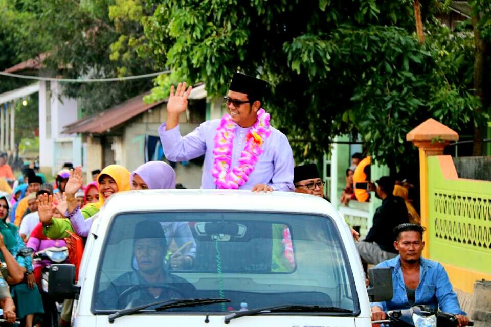 Bupati Bintan Apri Sujadi saat kunjungan kerja di Kecamatan Tambelan.