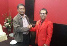 Ketua DPRD Kepri Jumaga Nadeak (kiri) dan Pemred Majalah Kepri Pos Muslim Matondang.