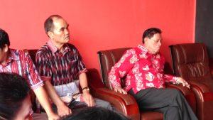 Mantan Ketua RBB Boorman Sirait (kanan), yang kini sebagai penasehat RBB, serta Penasehat RBB R. Pasaribu