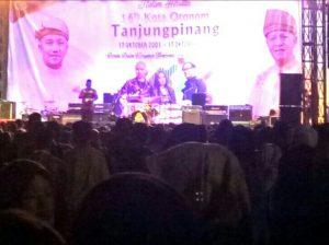 Panggung Band Cokelat untuk hibura rakyat sempena HUT Kota Otonom Tanjungpinang yang Ke-16.