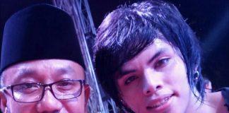 Walikota Lis Darmansyah (kiri) bersama Exel salah satu anggota grup Bamd Cokelat