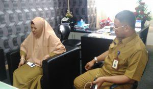 drg. Ani Dewi Yani (kiri) dan dr. Asep Guntur