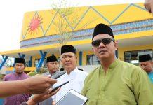 Bupati Bintan Apri Sujadi saat meninjau pembangunan di Kijang, Bintan