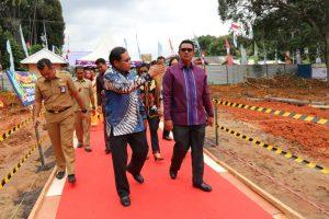 Bupati Bintan Apri Sujadi bersama investor meninjau lokasi