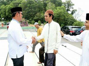 Bupati Bintan Apri Sujadi dan Ustad Abdul Somad