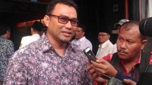 Ketua DPC PKS Tanjungpinang Alfin saat diwawancari wartawan di kantor KPUD Tanjungpinang