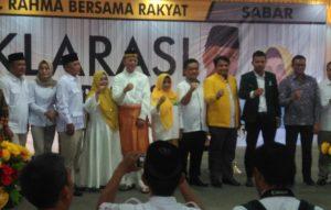 Alfin (paling sudut kanan) berphoto bersama Syahrul-Rahma dan para pimpinan partai politik pengusung, usai deklarasi