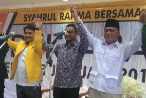 Dari kiri: Ketua Golkar Tanjungpinang Ade Angga, Ketua PKS Tanjungpinang Alfin dan Ketua Gerindra Tanjungpinang Letkol (Purn) Endang, saat deklarasi pasangan Syahrul-Rahma