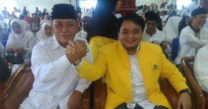 Ketua Golkar Tanjungpinang (kanan) salam komando dengan Ketua Gerindra Tanjungpinang Letkol (Purn) Endang