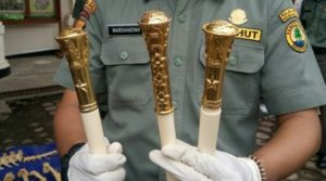 Tiga tongkat komando yang dimusnahkan