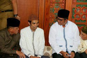 Ustadz Abdul Somad bersama Bupati Bintan Apri Sujadi