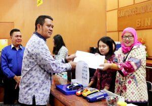 Bupati Bintan Apri Sujadi saat melaporkan SPT Tahunan di Kantor KPP Pratama Bintan