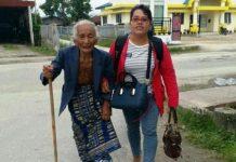 Saulina saat mendatangi PN Balige (ft.tribunmedan)