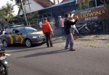 Polisi saat mengamankan pelaku (ft.kumparan.com)