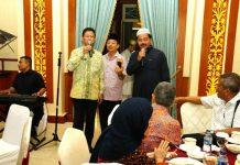 Gubernur Nurdin dan Wagub Isdianto duet nyanyi dihadapan para tokoh masyarakat