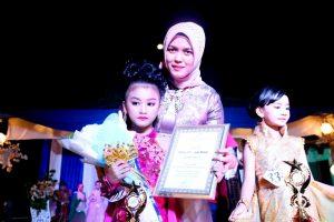 Deby Apri bersama Putra dan Putri Bintan Gemilang 2018