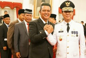 Bupati Bintan Apri Sujadi (kiri) dan Wagub Kepri Isdianto usai dilantik di Istana Negara