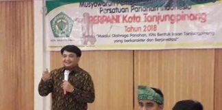 Ade Angga (berdiri) dalam musyawarah I Perpani Cabang Tanjungpinang