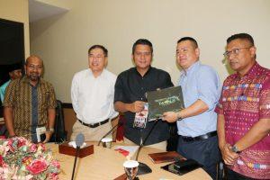 Bupati Bintan Apri Sujadi saat pertemuan dengan management Dream Cruise di Bintan Expo