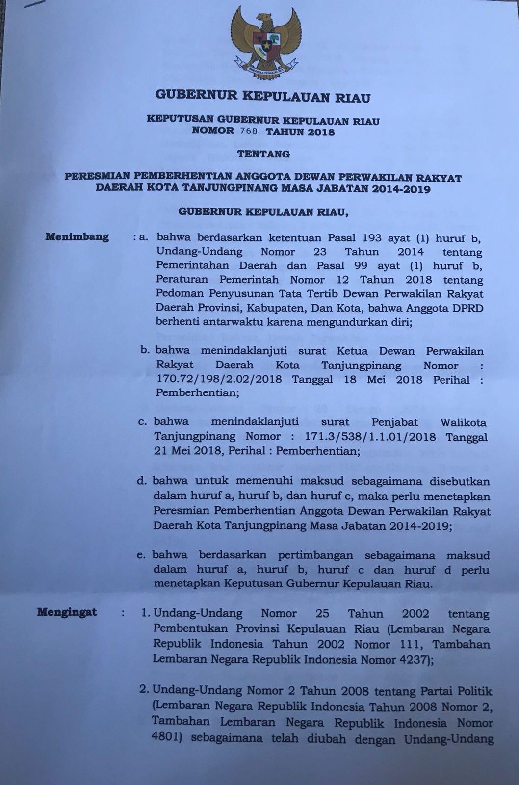 Paslon SABAR didampingi Ketua Tim Pemangannya Ade Angga saat menyerahkan berkas di KPUD