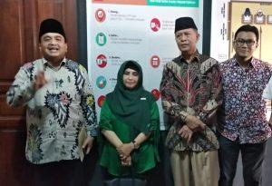 Ade Angga bersama Paslon SABAR saat memberikan keterangan pers usai menyerahkan SK Gubernur Kepri tentang pengunduran diri Rahma dari DPRD di KPU Tanjungpinang, beberapa waktu lalu.