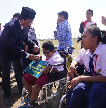 Gubernur Kepri bersama siswa disabilitas