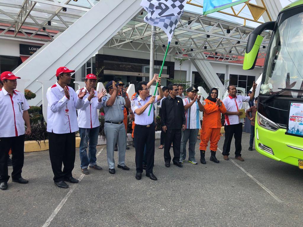 Kepala KSOP Kelas I Dumai Sanggam Marihot Simamora saat acara pelepasan mudik gratis bagi masyarakat dari Dumai - Medan