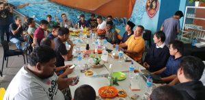 Andi Chori (baju orange) bersama warga Tanjungpinang, yang selama ini mendorongnya maju di Pileg 2019
