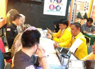 Ade Angga saat mendaftar bacaleg Golkar di KPU Tanjungpinang