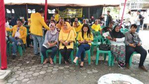 Para bacaleg Golkar di halaman kantor KPU Tanjungpinang