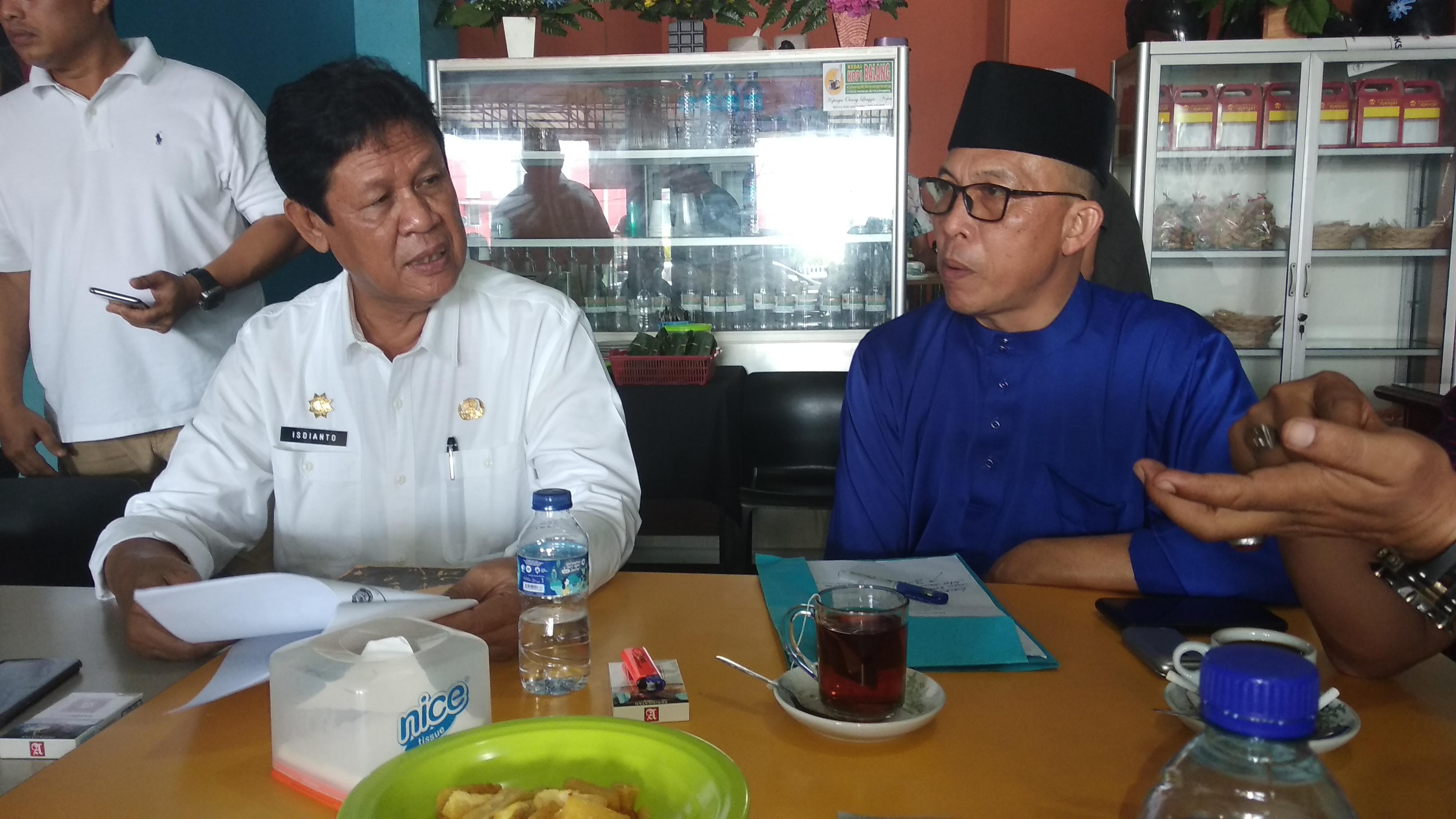 Wagub Kepri Isdianto (kiri) dan Kadis Pendidikan Kepri M. Dali