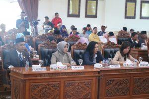 Para anggota DPRD Tanjungpinang di Rapat Paripurna