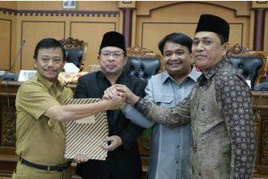 Pimpinan DPRD Tanjungpinang bersama Pj. Walikota Tanjungpinang usai penandatanganan nota kesepakatan KUA dan PPAS perubahan ABPD 2018