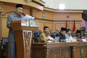 Sekretaris DPRD Kota Tanjungpinang, Abdul Kadir Ibrahim membacakan laporan badan anggaran KUA) dan PPAS APBD Perubahan Tanjujgpinang 2018.