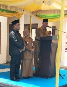 Walikota Syahrul dan istri saat menyampaikan pidato yang didampingi Wakil Walikota Rahma dan suami saat acara syukuran pelantikan Walikota dan Wakil Walikota Tanjungpinang