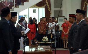 Ketua DPRD Tanjungpinang Suparno saat pengambilan sumpah dua anggota DPRD dari PAW