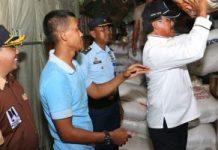 Gubernur Nurdin saat melepas pengiriman bantuan bagi korban gempa tsunami Palu dan Donggala