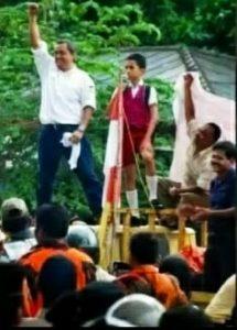 Andi Cori Patahuddin saat memimpin aksi demo krisis listrik di Kantor PLN Cabang Tanjungpinang