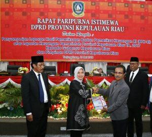 Ketua DPRD Kepri Jumaga Nadeak, Gubernur Kepri dan anggota BPK RI, usai gelar rapat paripurna istimewa beberapa waktu lalu