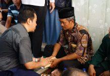 Pihak Lion Air menyerahkan santunan duka kepada keluarga korban