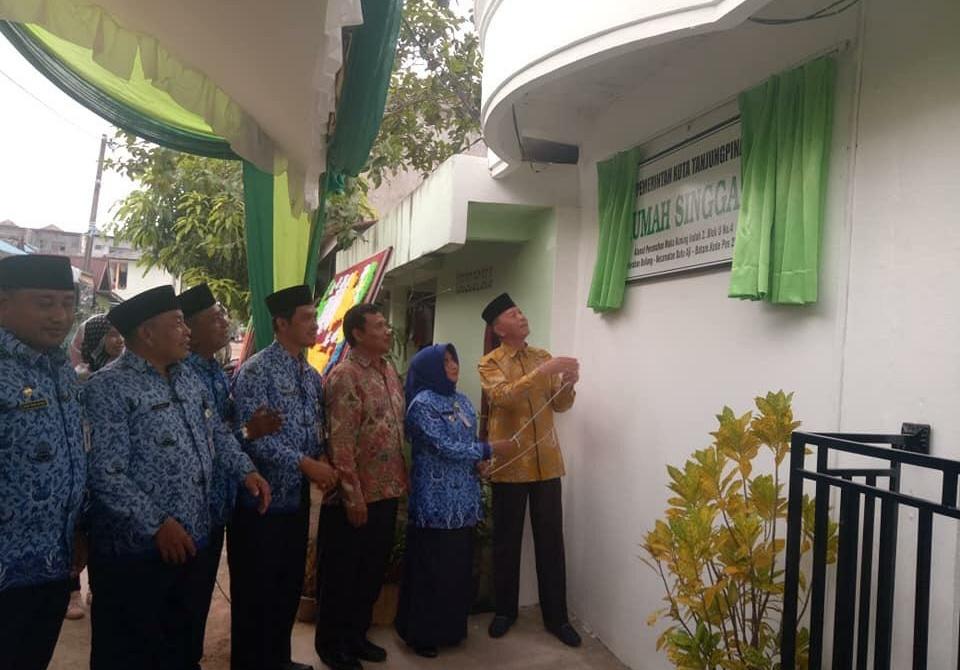 Walikota Syahrul dan Wakil Walikota Rahma saat meresmikan rumah singgah pasien di Batam
