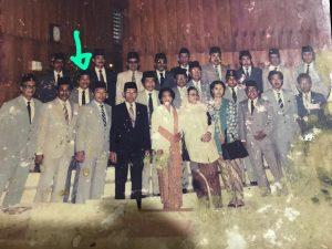 Foto Ayahanda Andi Cori (tanda panah) bersamaa anggota DPRD TK II Kabupaten Kepulauan