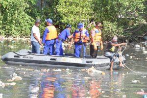 Aksi bersih-bersih di Bantaran Sungai Bengkong Laut