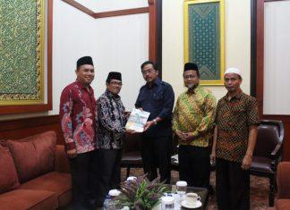 BAZNAS Kepri saat bertemu Gubernur Nurdin Basirun