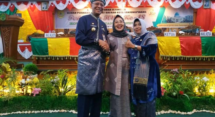 Walikota Tanjungpinang Syahrul, ketua dprd weni dan ketua tim pkk di acara hut kota otonom Tanjungpinang ke18